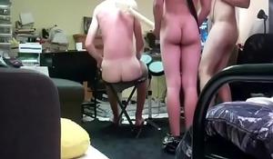 Naked Guys Play Rockband (tocando pelados )