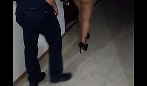 ESPOSA PUTA PASE&Aacute_NDOSE DELANTE DE SU AMANTE EN TURNO MAYSTER
