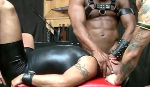 Black muscle hunk assfucking in fourway