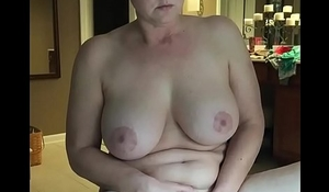 Hot milf please herself while watching porn