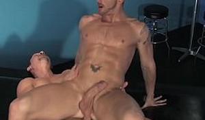 Muscular gays Jimmy Durano and Jeremy Stevens anal fuck